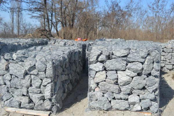 Габион коробчатого типа с камнями